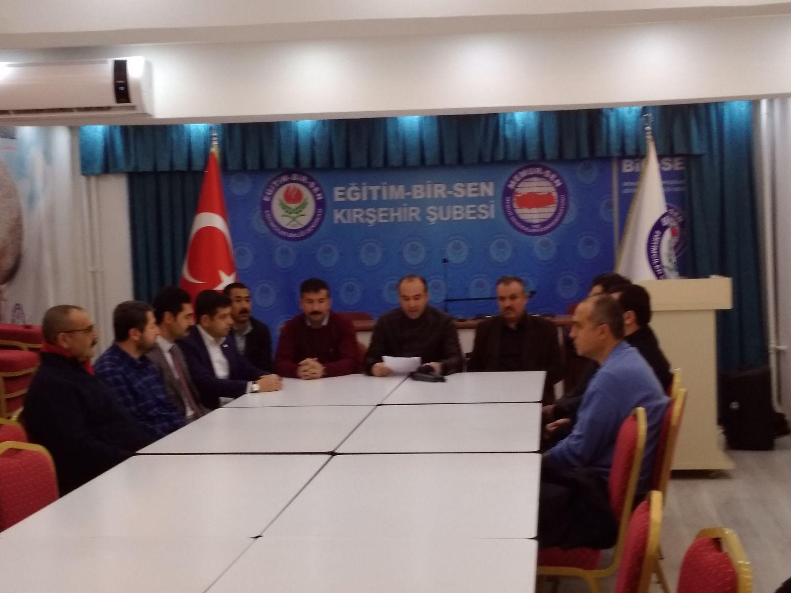 Eğitim Birsen Şube başkanı ve Memur Sen İl temsilcisi Başkanımız Fatih Mehmet YAVUZ Sözleşmeli Öğretmenlerin Hakları için Basın Açıklaması Yaptı.